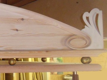 4-Poster Bed: Raw wood frame used for pelmet design