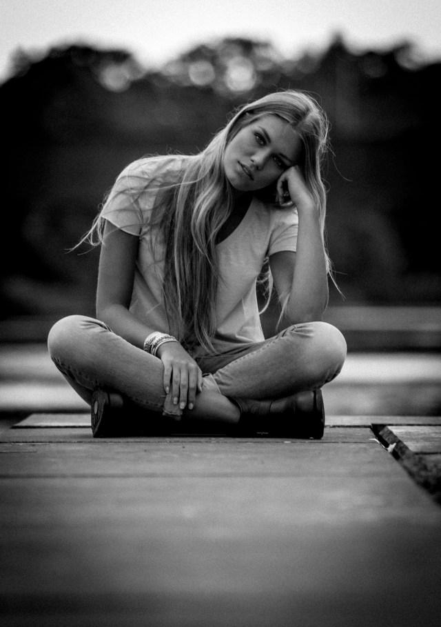 Modell Alva Laurén fotograferas i Halmstad av fotograf John Rosencranz