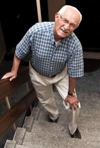 old man knee pain