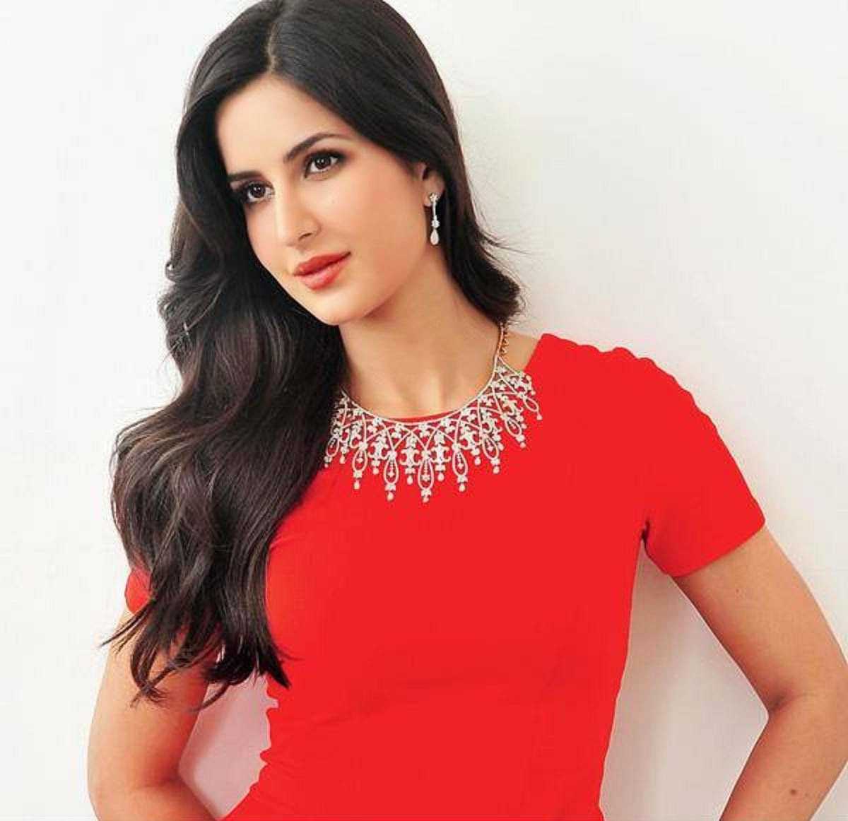 Download Katrina Kaif HD Wallpapers for Mobile and Computer