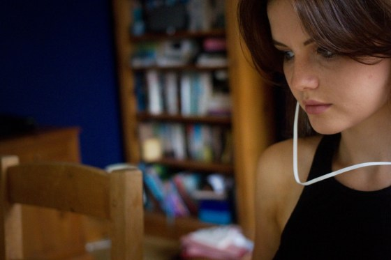 teen-girl-with-earphones