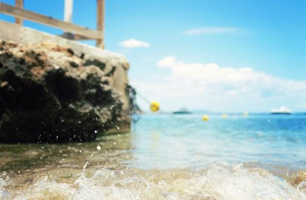 splashing-waves-magaluf-beach