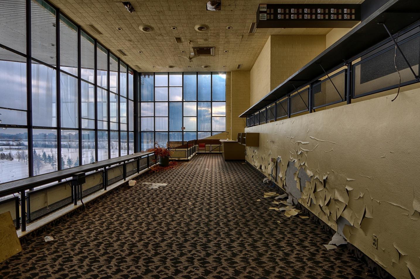 De saisissantes photos de lhippodrome de Montral abandonn  Joli Joli Design