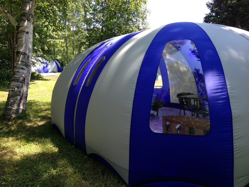 Les habitations gonflables de lentreprise qubcoise Cosy Bubble  Une alternative aux tentes