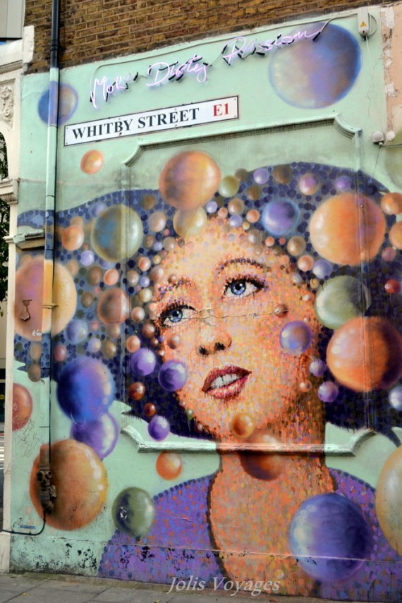 Redonner au temps son épaisseur - Street Art made in London #streetart #london