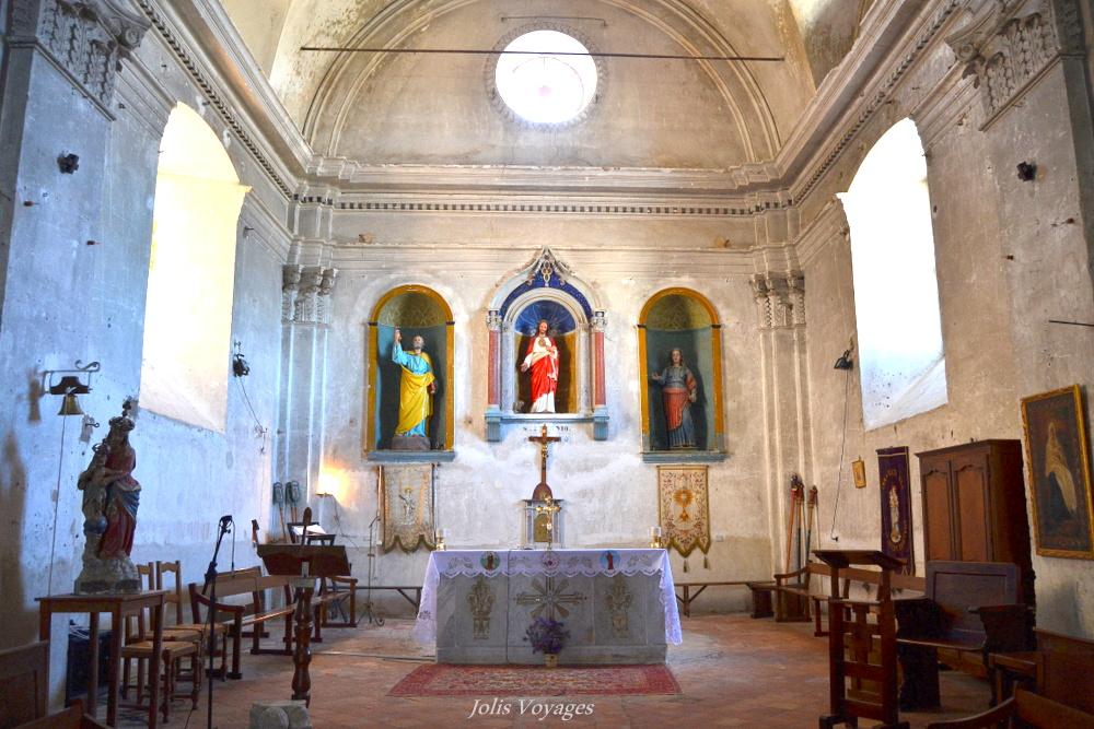 10 idees pour decouvrir la Haute Corse : Circuit des villages perchés de Balagne (Calenzana et la Chapelle de la Confrérie Sainte-Croix, dite Casazza) #Corse #Plage #France #Voyage