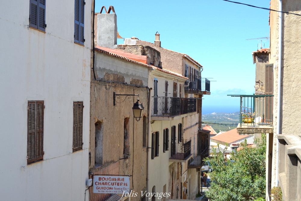 Circuit des villages perchés de Balagne Calenzana : 10 idées pour découvrir la Haute Corse #Corse #Plage #France #Voyage