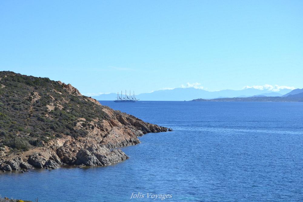 10 idees pour decouvrir la Haute Corse : Randonner jusqu'au Phare de la Revelatta #Corse #Plage #France #Voyage