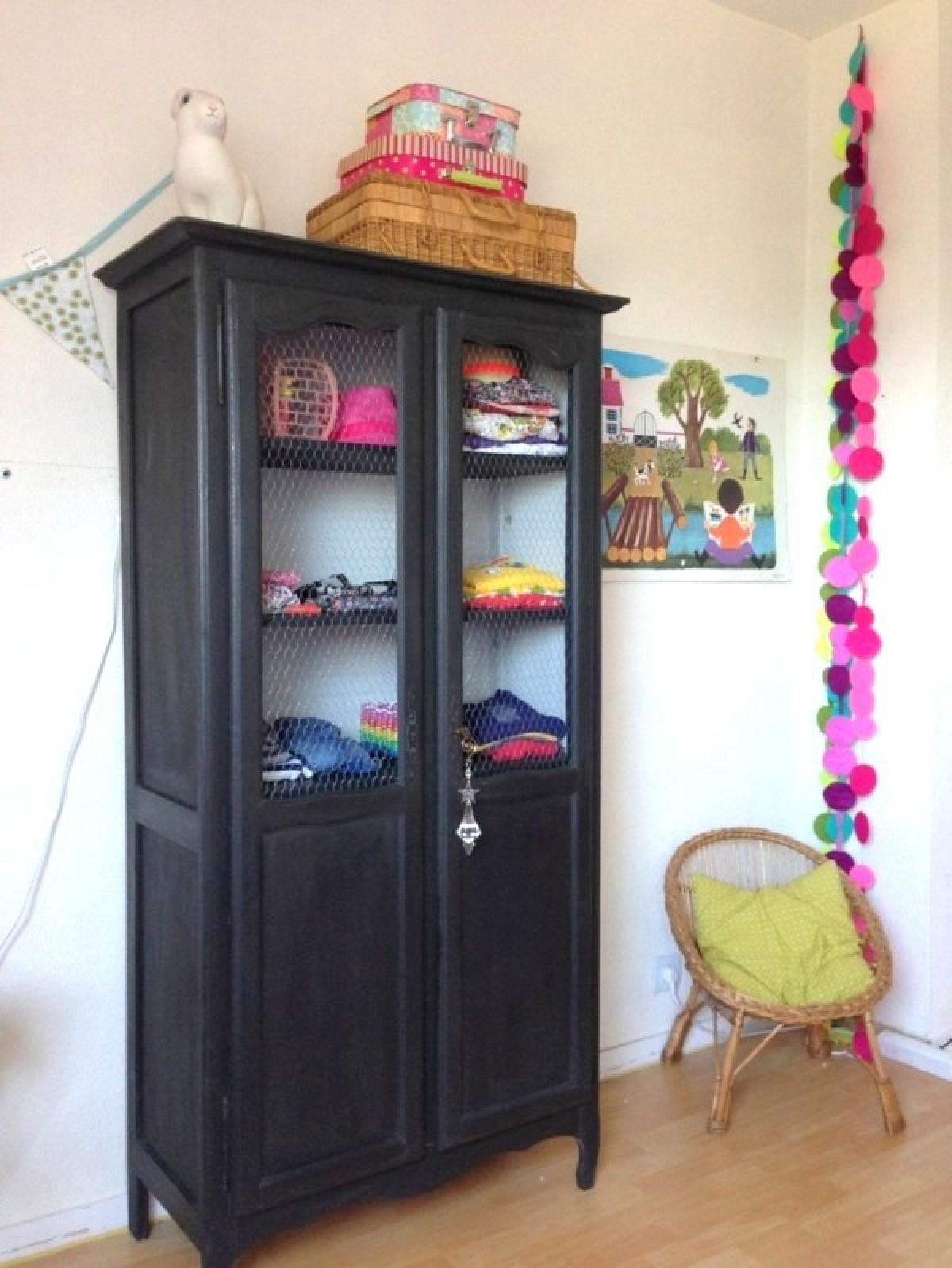 armoire-2-portes-vintage-repeinte-noir