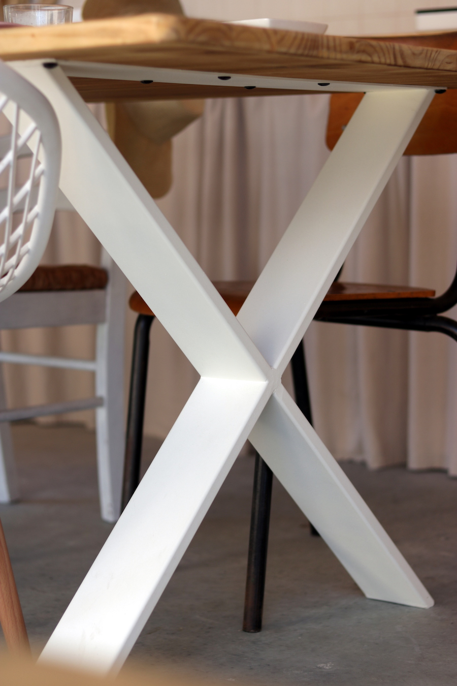 Fabriquer table avec pieds industriels
