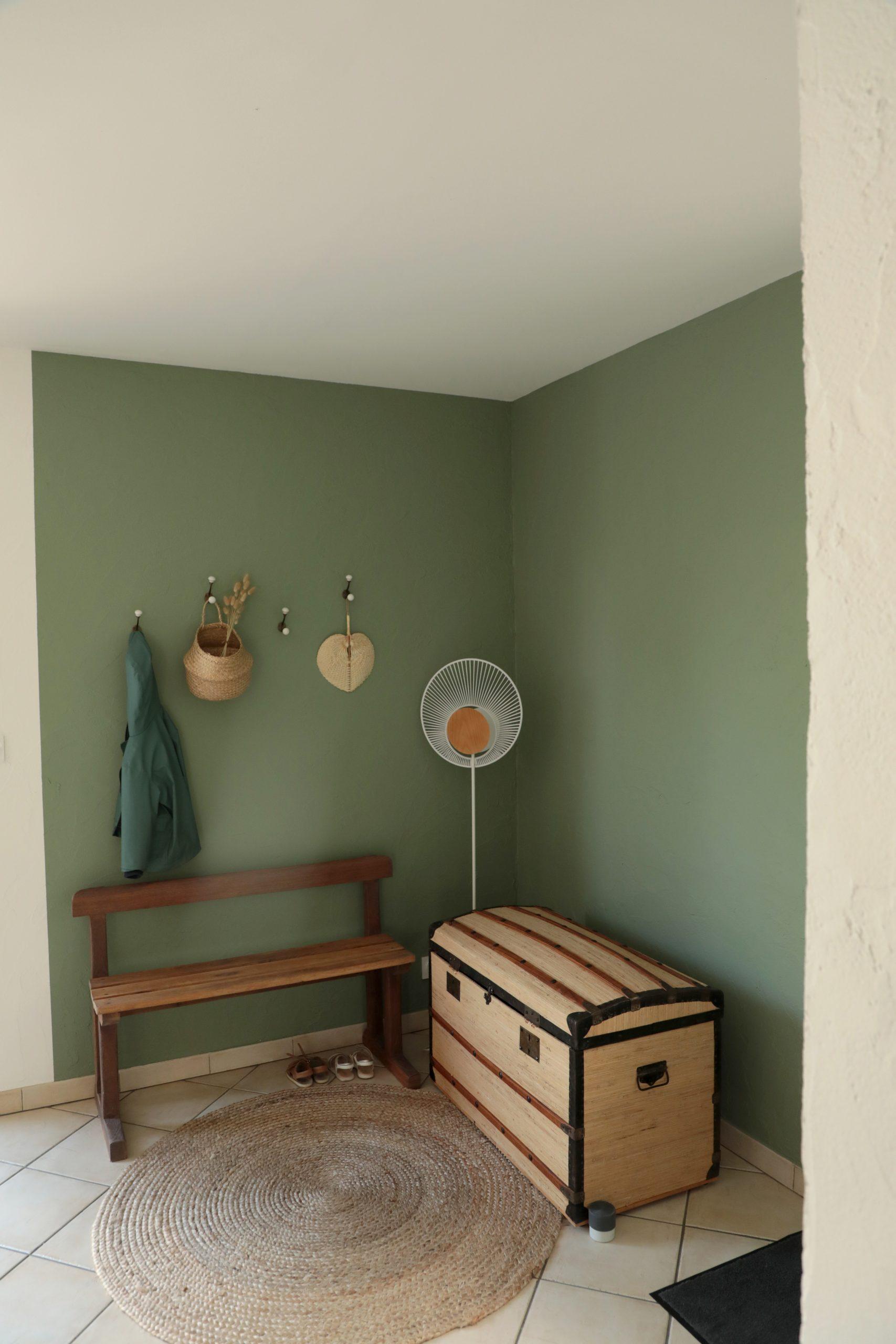 Décoration entrée vert et bois, esprit vintage