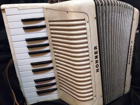 Student II piano accordion