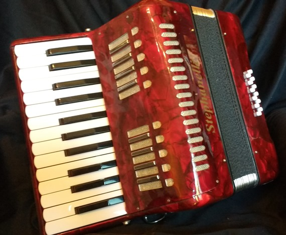Stephanelli piano accordion with Hohner reeds
