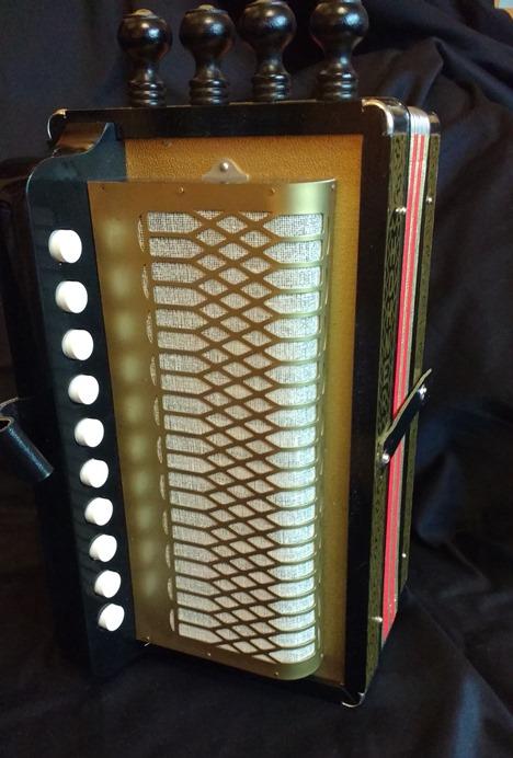Hohner HA114C Cajun accordion/melodeon