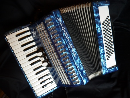 Weltmeister Rubin accordion