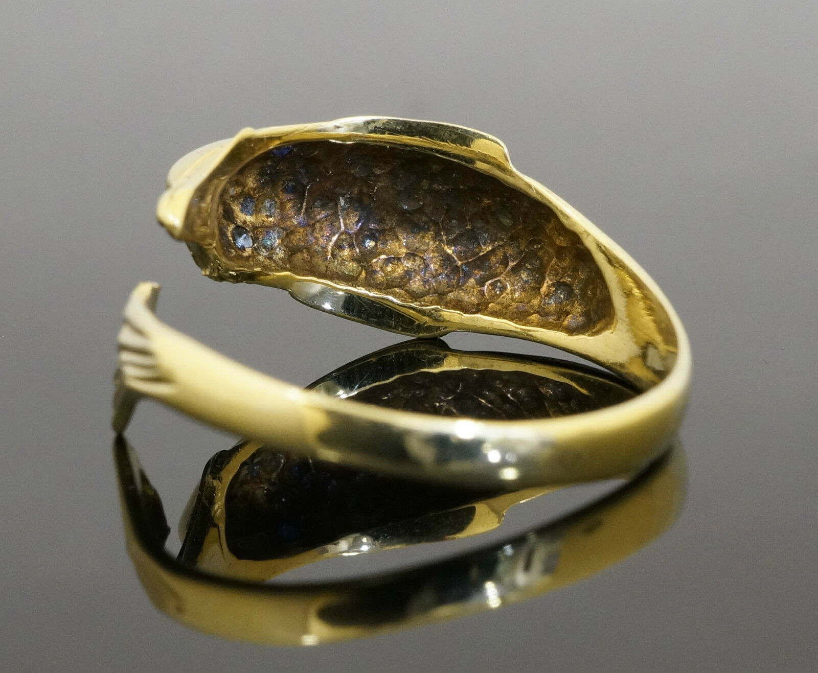 9Ct Yellow Gold Dolphin Torque Ring w/Sapphire Eyes (Size
