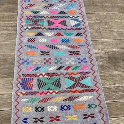 tapis kilim couloir en velours gris