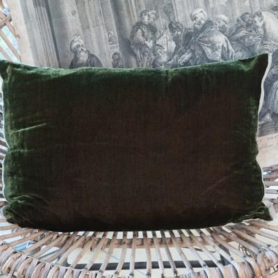 coussin en velours de soie couleur olive noire