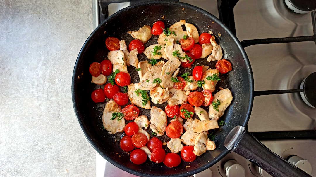 Ajouter les tomates cerise