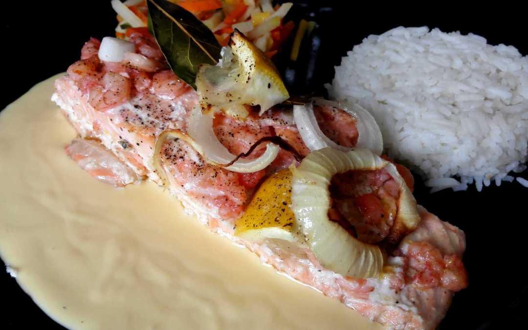 Pavés de saumon au four crevettes et aneth sauce hollandaise