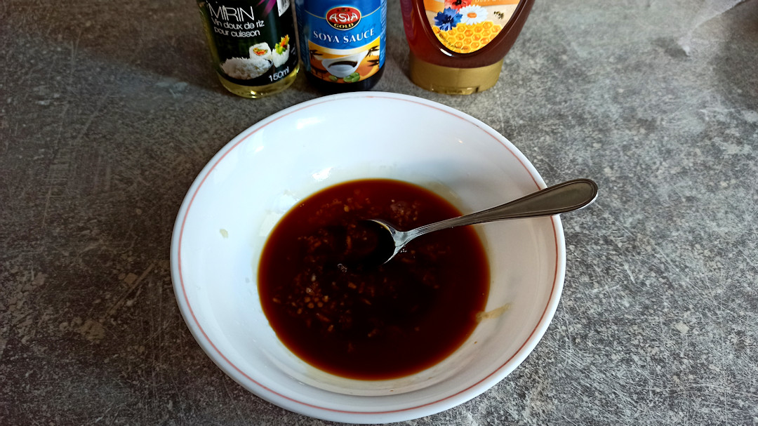Ajouter le miel, la sauce soja et le mirin