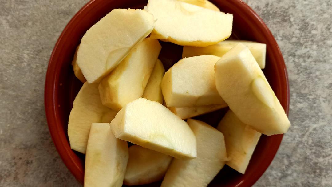 Couper les pommes en 8