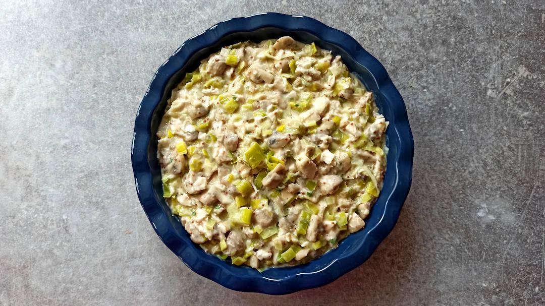 Laisser refroidir la préparation pour la tarte au poulet