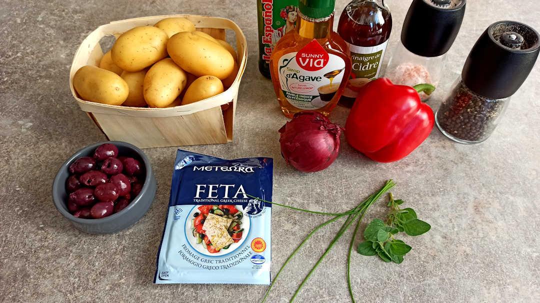 Les ingrédients de la salade de pommes de terre à la grecque