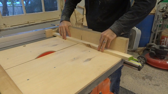 Cutting the frame edges to length
