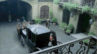Carriage in Paris apt. court