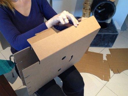 Le montage de ces meubles en carton est simple.