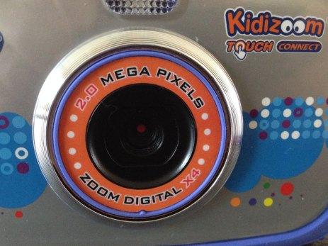 Le kidizoom Touch Connect possède un objectif avec zoom.