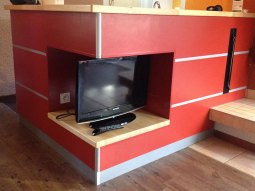 Une télévision est présente dans ce cottage.