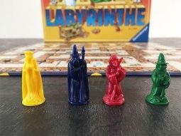les pions du jeu de société labyrinthe