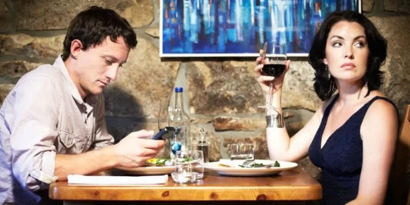 Lo smartphone convitato a cena