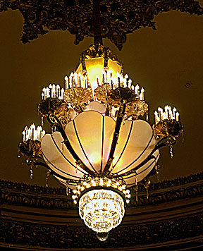 She Tells The Story Behind Restoration Of Theatre S Original Chandelier