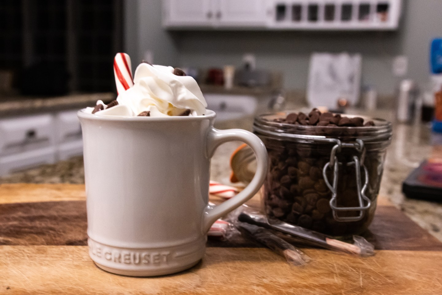 Jordan Taylor C - lifestyle blog,The Best Boozy Holiday Hot Chocolate, lifestyle, holiday, drinks, holiday drinks, peppermint hot chocolate, hot chocolate, christmas, new years, holiday drink, holiday hot chocolate, alcoholic drinks, alcohol, holiday booze
