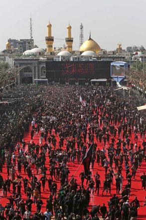 crowds mass in iraq