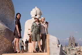 Rebecca Hall, Patricia Clarkson y Scarlett Johansson en la azotea de la CasaMilà