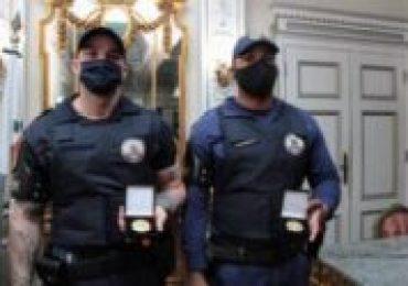 Guardas que foram humilhados por desembargador ganham medalha