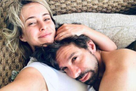 Atriz casada diz que tem relação aberta porque cansou de ciúmes