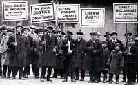 El 23 de agosto de 1927 manifestantes se apostaron en Union Square en protesta por la sentencia de muerte dictada a Sacco y Vanzetti