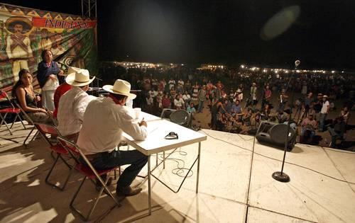 Más de mil integrantes de diferentes etnias asisten al Encuentro de Pueblos Ind�genas de América, en V�cam, Sonora