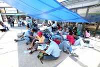 En su octavo día de movilizaciones, maestros de la sección 22 del SNTE bloquearon accesos a centros comerciales de la capital oaxaqueña