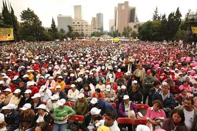 Adelitas listas para defender el petroleo de los pueblos mexicanos.