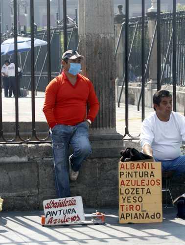 Día cuatro. La necesidad de llevar el sustento a casa hace desafiar cualquier riesgo de infección a mexicanos que sufren el desempleoFoto María Luisa Severiano