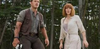 Chris Pratt e Bryce Dallas Howard em imagem de Jurassic World