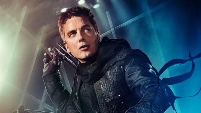 John Barrowman como Malcolm em Arrow