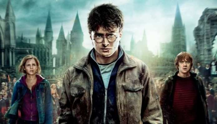 Imagem promocional de Hermione, Harry Potter e Rony em As Relíquias da Morte 2