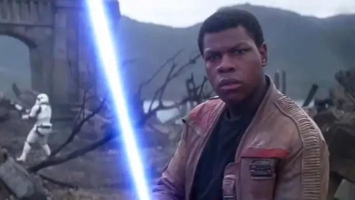 Finn, interpretado por John Boyega, na franquia Star Wars